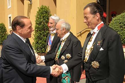 Berlusconi e i gentiluomini del papa