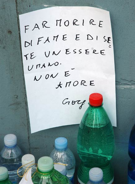 Eluana bottiglie acqua
