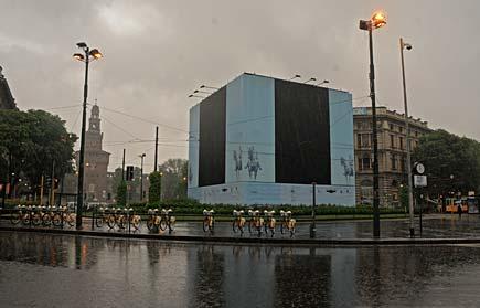 Milano - Monumento a Giuseppe Garibaldi in largo Cairoli in restauro