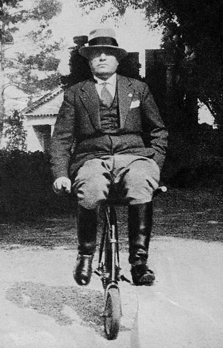 Mussolini in bicicletta