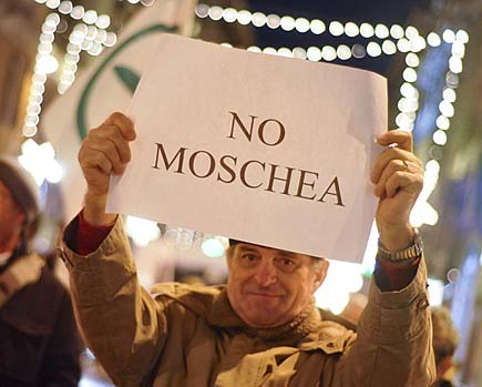 Genova - Manifestazione contro la moschea