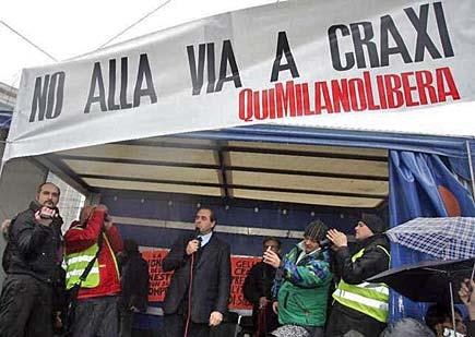 Milano - Striscione contro la via dedicata a Craxi - Di Pietro