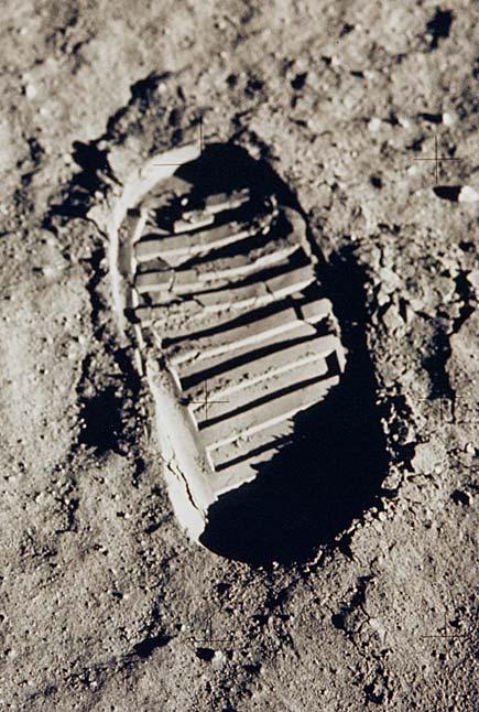Orma dell'uomo sulla luna