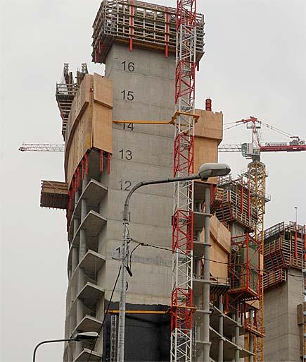 Milano, palazzi in costruzione