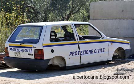 Automobile della Protezione civile senza ruote